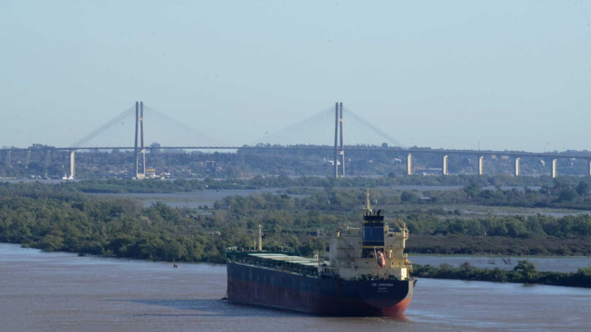 Anunciaron paro de actividades en puerto de Rosario - Sin Mordaza