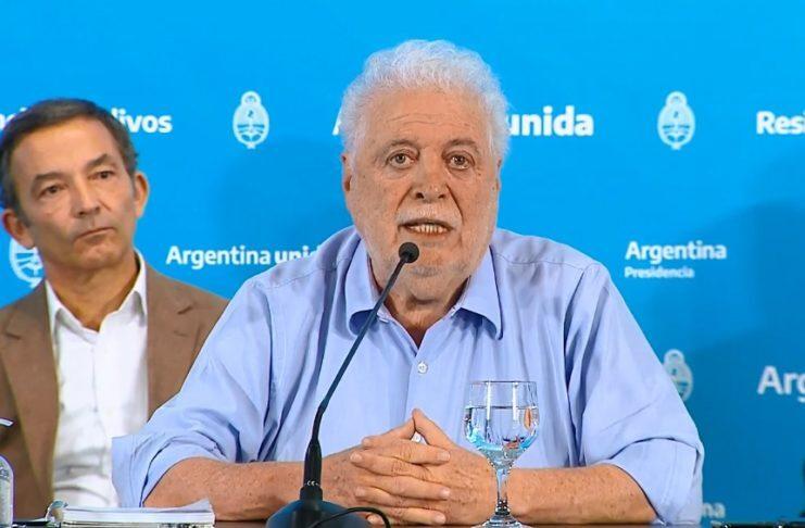 «El martes vamos a ver con responsabilidad cuando vuelve el fútbol», indicó ministro González García